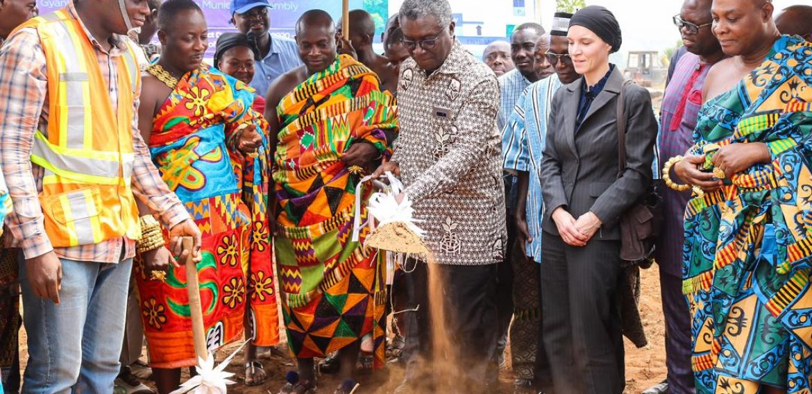 Prof. Frimpong-Boateng cut-sod for Waste to Energy project
